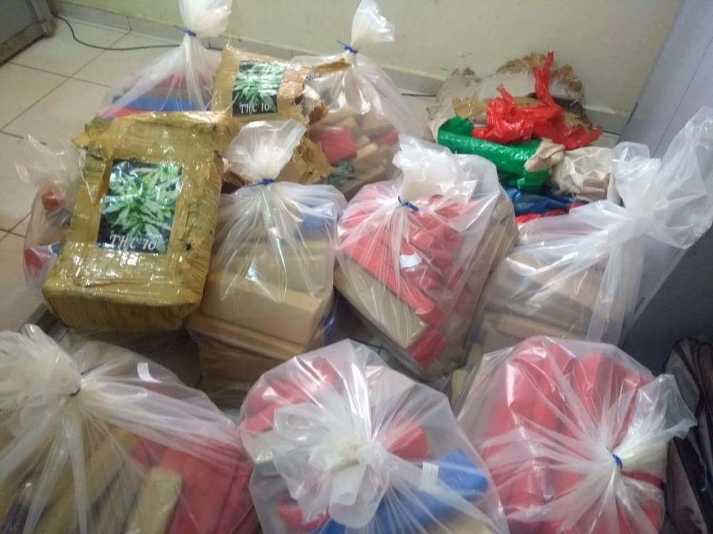 Dupla é presa com 200kg de drogas entre  Pratânia e Avaré