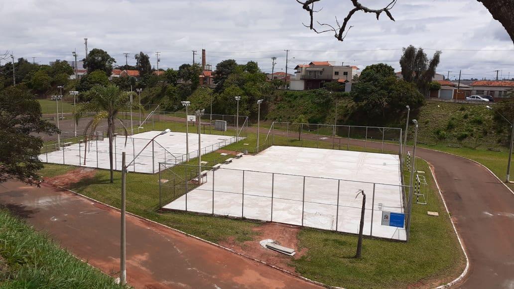 Piso das quadras do poliesportivo estão quase concluídos