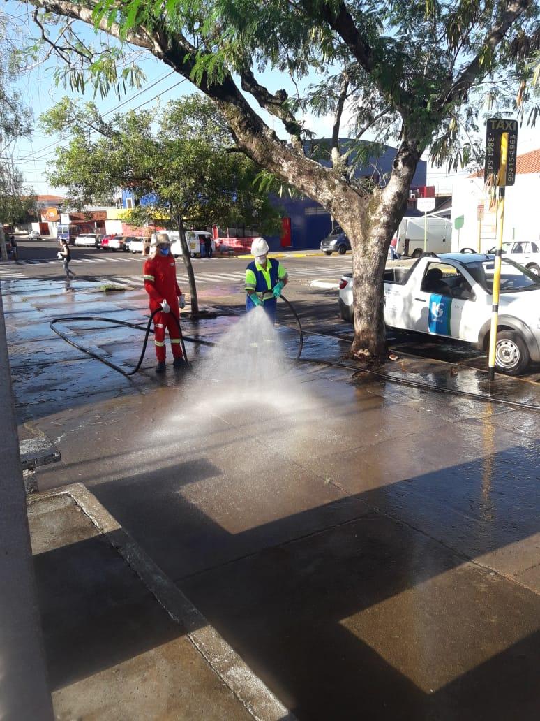Equipes da Prefeitura e Sabesp continuam desinfeção de vários pontos da cidade