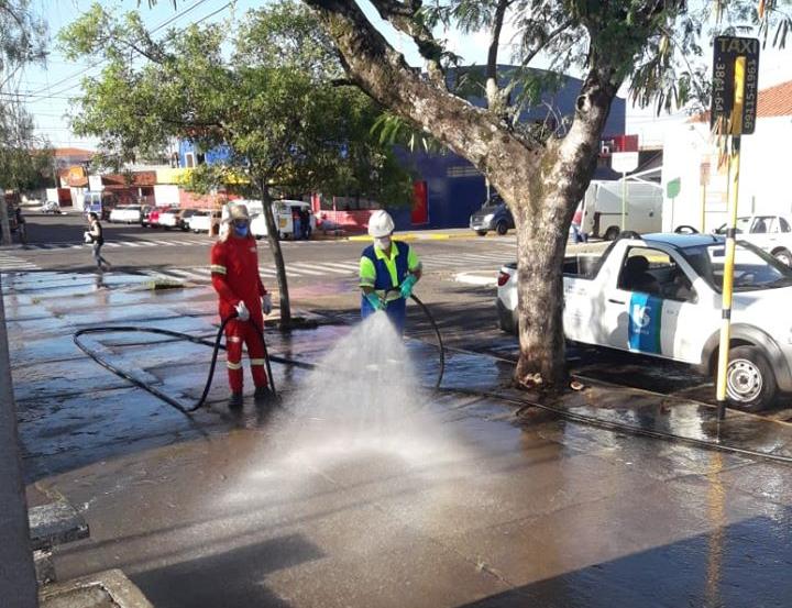 Sabesp auxilia prefeitura na desinfecção de pontos de São Manuel
