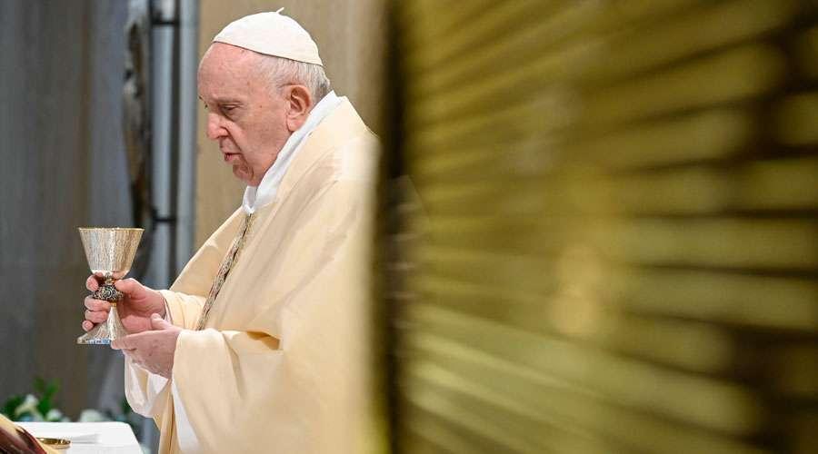 Papa reza por professores que devem ensinar à distância durante o coronavírus