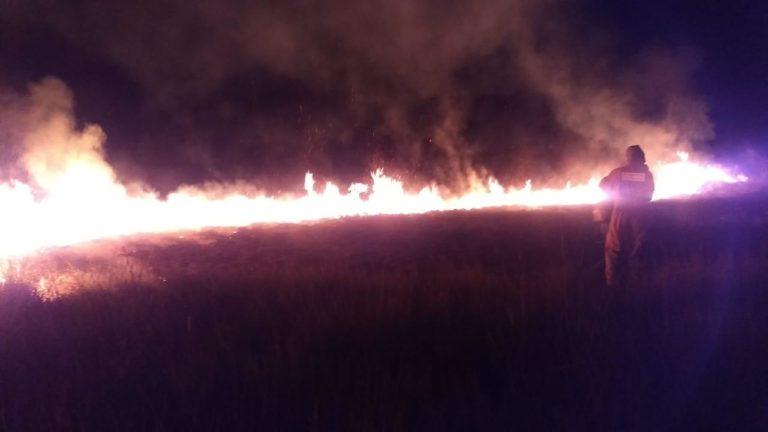 Botucatu: Incêndio de grandes proporções às margens da Rodovia Antônio Butignoli