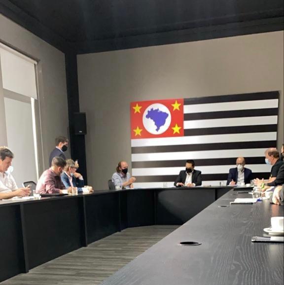 Comitiva de prefeitos sai sem respostas de reunião com o Governo do Estado