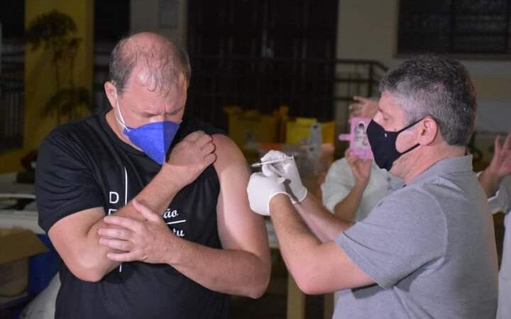 Botucatu imuniza mais de 60 mil e testará eficácia da vacina de Oxford contra variantes