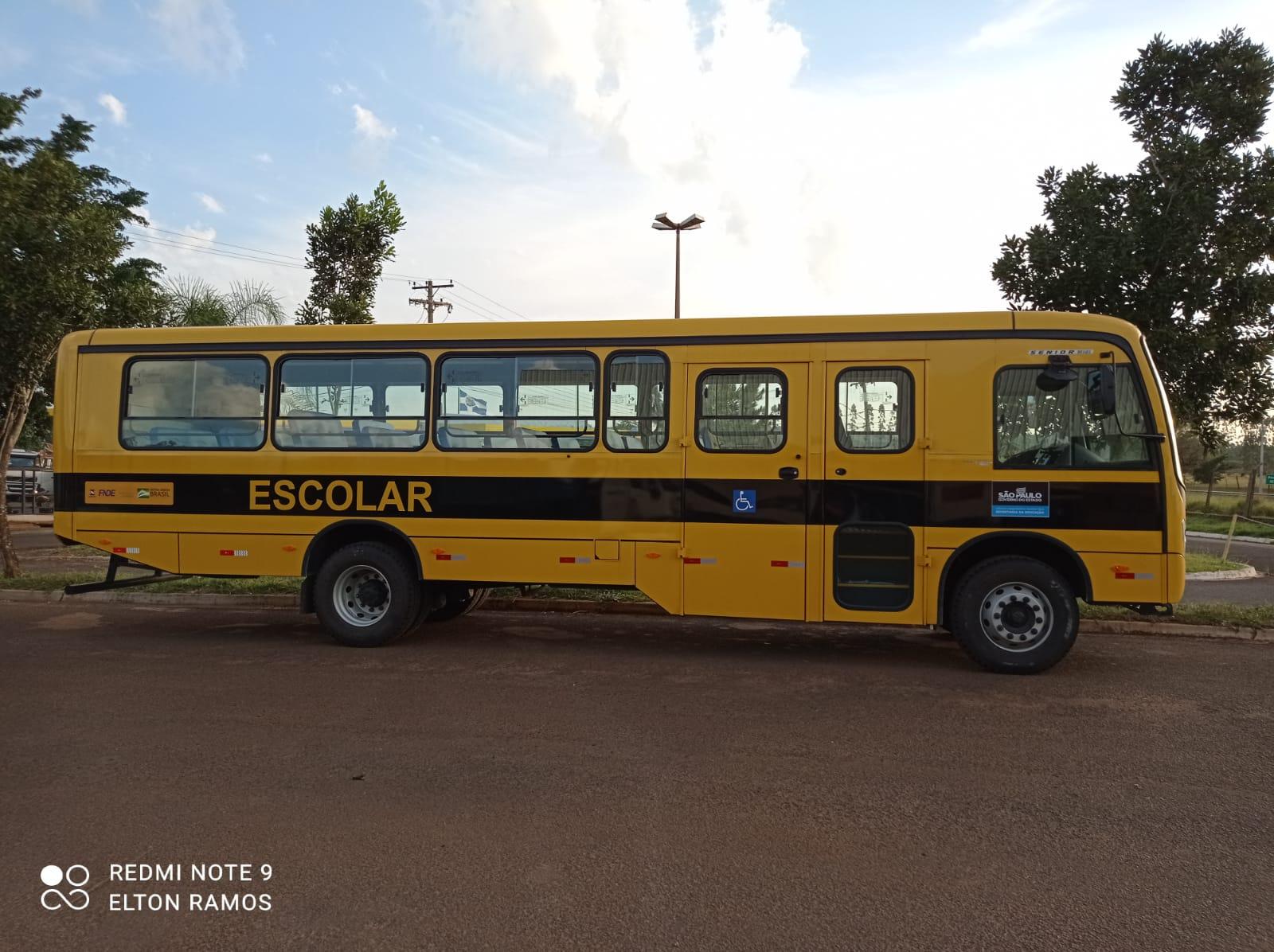 Pratânia recebe novo ônibus escolar. É o 3º este ano!