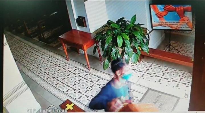 Homem furta caixa de ofertas em igreja de São Manuel