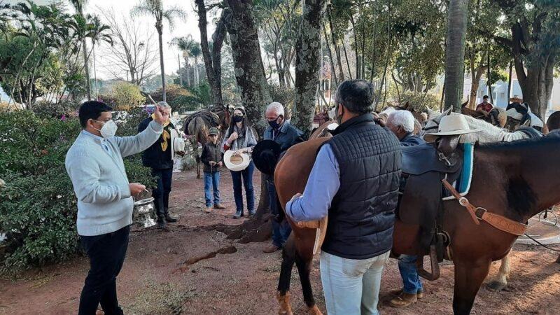 Romeiros da região cavalgam até o Distrito de Aparecida